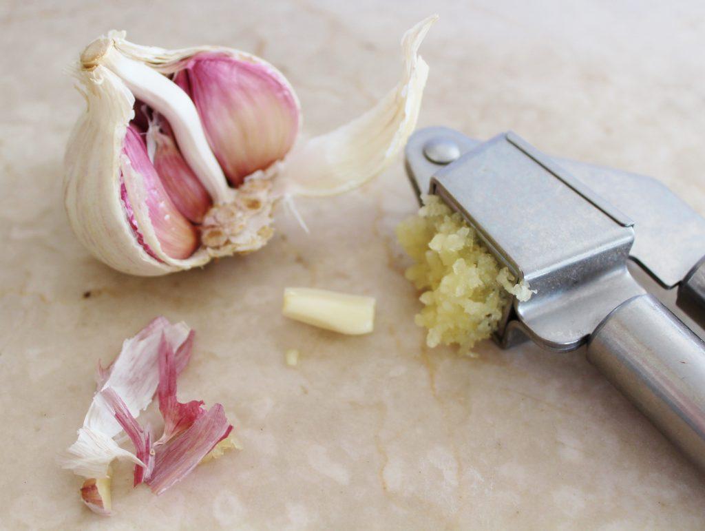Garlic cloves and crushed garlic