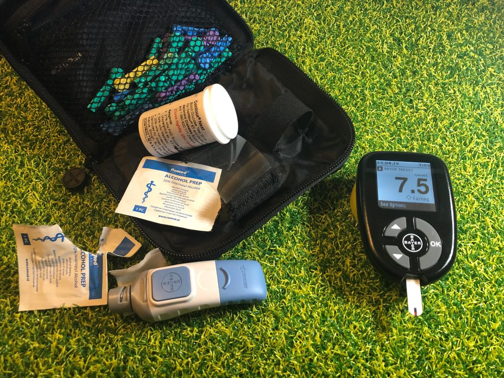 Blood glucose testing kit